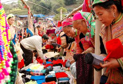 Tết cổ truyền của Mông được diễn ra vào ngày 30 tháng 11 âm lịch hàng năm và ăn tết 3 ngày liên tục.