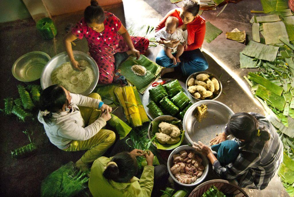 Phong tục gói bánh chưng ngày tết của người Việt